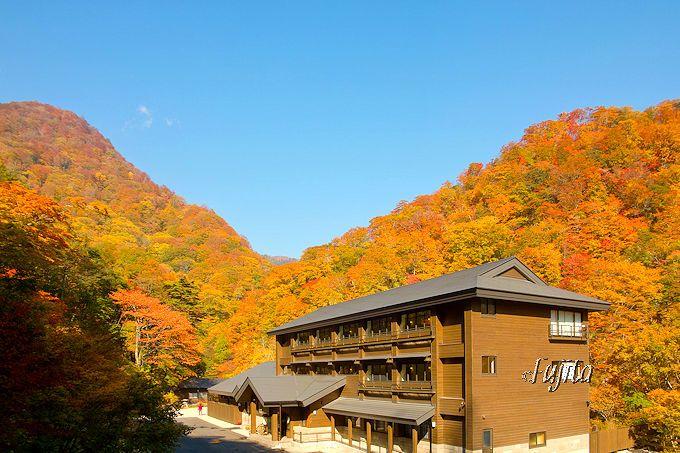 まさに紅葉に包まれる秘湯!甲子温泉 旅館大黒屋