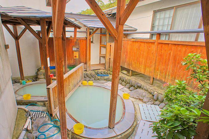 奥塩原温泉(新湯温泉)湯荘白樺の露天風呂は、濃厚な硫黄臭が素晴らしい