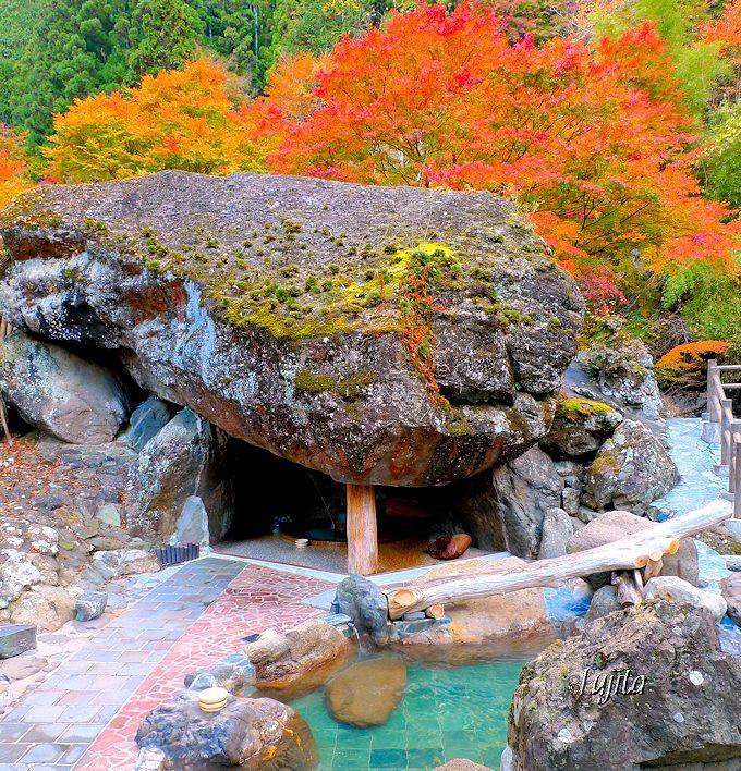 十石上湯温泉「源氏の湯」の露天風呂は、山梨伝統の温冷交互入浴