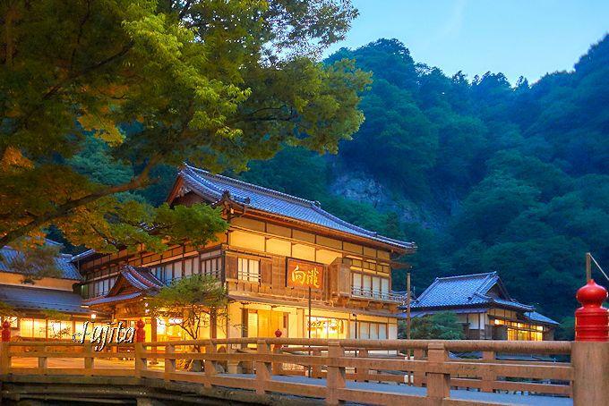 会津東山温泉「向瀧」は、登録有形文化財第一号の建築が素晴らしい!