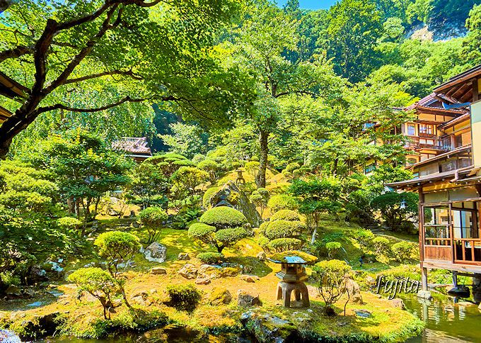 「向瀧」は中庭も絶景!