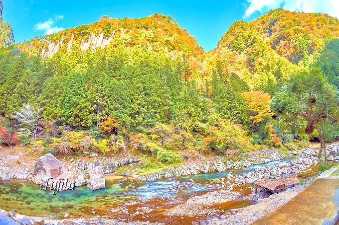 圧倒的なスケール感!香落渓「屏風岩」と「亀瀬」の紅葉