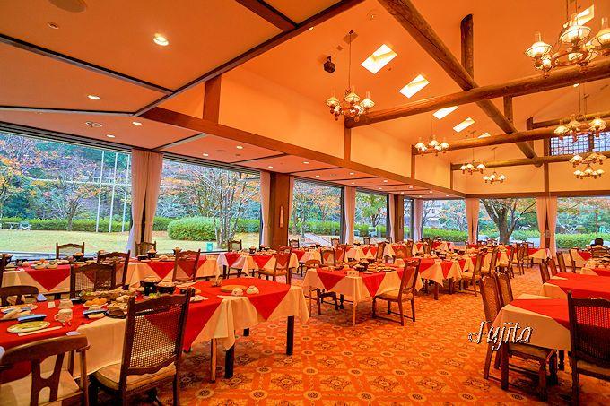 わたらせ温泉「ホテルささゆり」は、レストランの雰囲気も抜群
