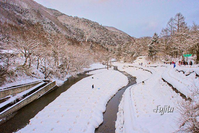 湯西川温泉「かまくら祭」沢口河川敷ミニかまくら会場