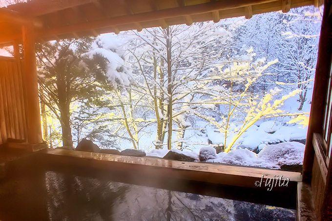 雪見露天風呂「かわらの湯」はライトアップも楽しめる!