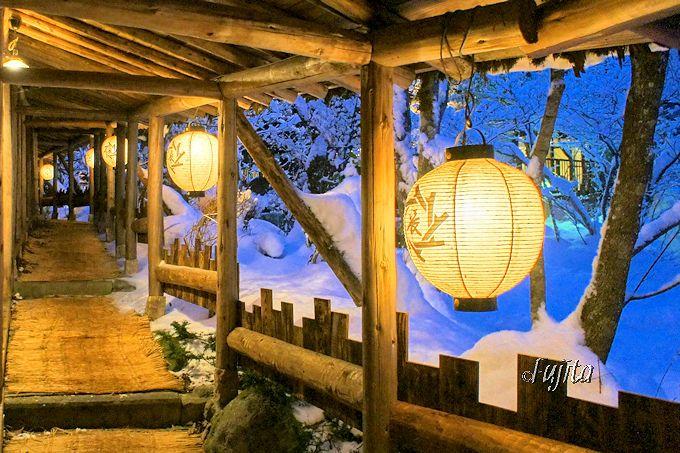 福地温泉「湯元長座」は提灯のライトアップでお出迎え!