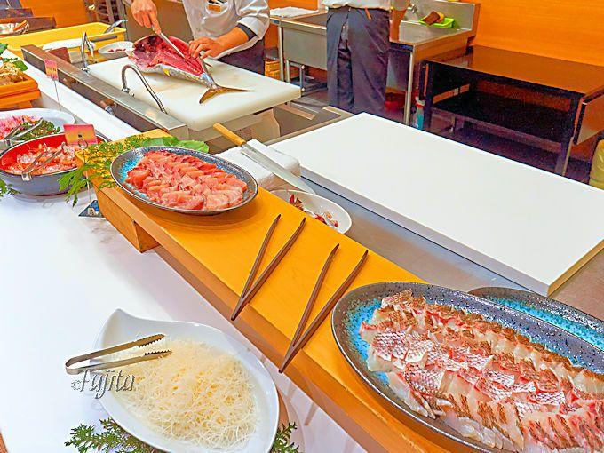 赤尾ホテル海諷廊の醍醐味は、夕食の超豪華バイキングにあり!