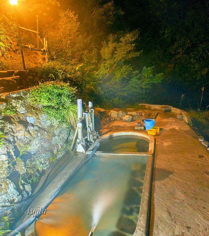 駒の湯山荘の混浴露天風呂は、夜の風情も素晴らしい!