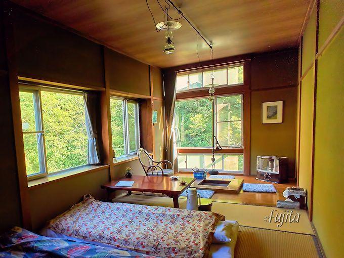 駒の湯山荘の客室照明はランプが2つ!