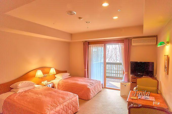 中禅寺金谷ホテルの客室は、スタンダードツインでもゆったり!