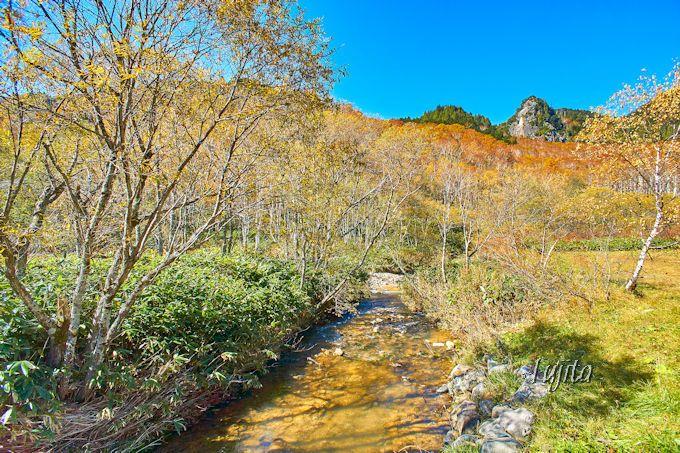 石の湯ロッジは、小幕岩山の絶景を望む宿!