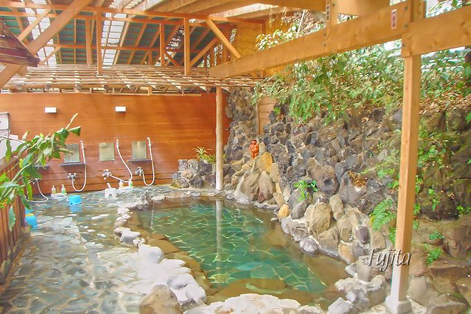 「かっぱ天国」の大浴場は、屋根付きの露天風呂!