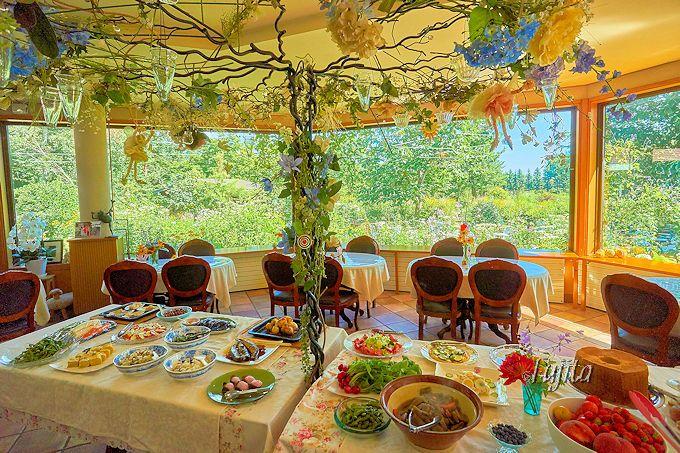 お花畑で夢のような朝食!帯広市「紫竹ガーデン」の予約制バイキングは雰囲気が素晴らしい