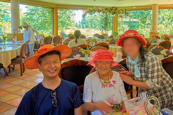 朝食後は紫竹昭葉おばあちゃんに記念撮影をお願いしよう!