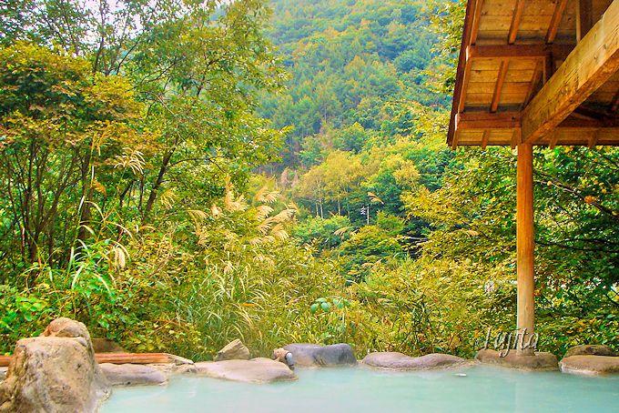 七味温泉の紅葉見頃は例年10月中旬です!