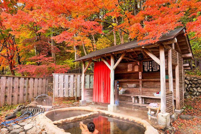 紅葉の混浴露天風呂に100円で入れる!