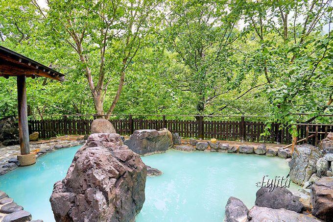 松川温泉「峡雲荘」の雪見露天風呂は、新緑も紅葉も最高!