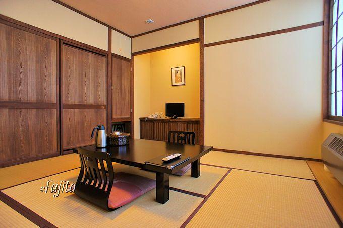 温泉暖房で真冬も温かい!シンプルながら快適な本館客室