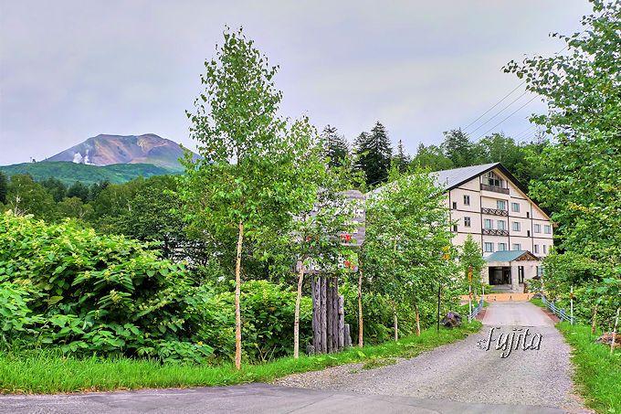 旭岳温泉「湯元 湧駒荘」は交通至便な秘湯の宿!