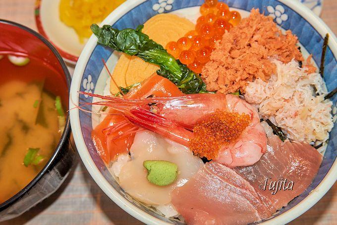 本場の海鮮丼が500円で食べられる!函館・駅二市場「朝市食堂二番館」
