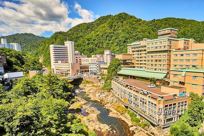 定山渓温泉を一望する「章月グランドホテル」の客室眺望