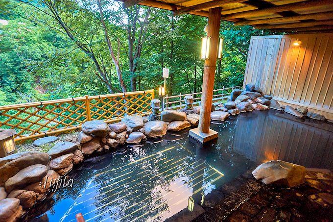 定山渓温泉の名湯を源泉かけ流しで堪能!