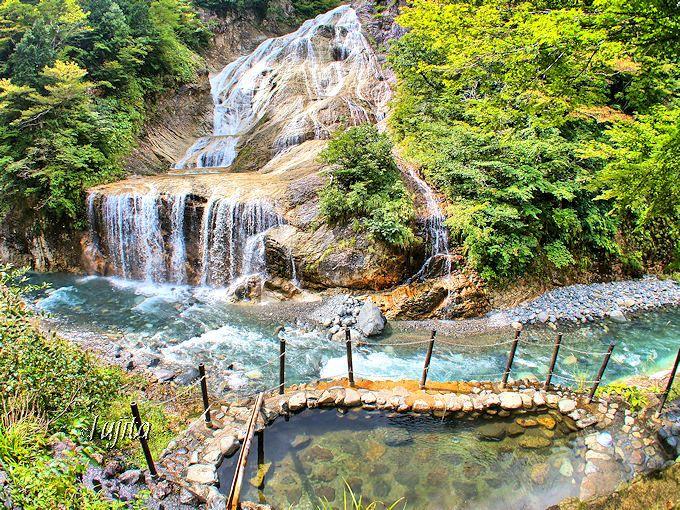 姥ヶ滝の絶景を望む「親谷の湯」