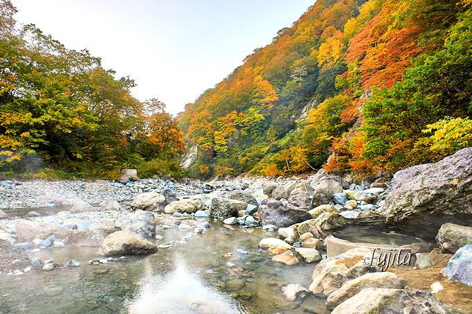 切明温泉「河原露天風呂」の紅葉
