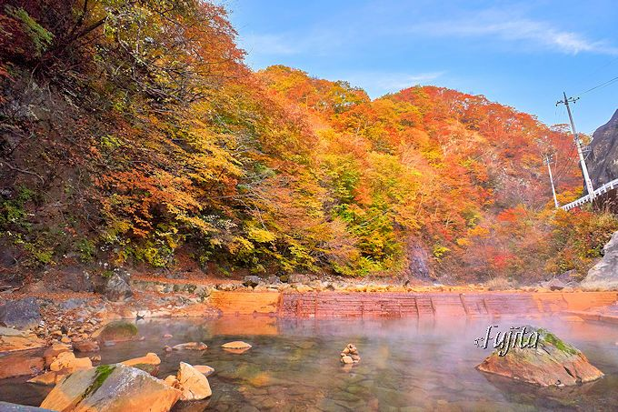 尻焼温泉は川が無料の露天風呂!群馬「川の湯」で紅葉狩り