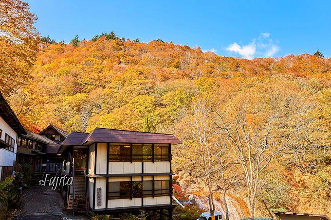 滑川温泉「福島屋」は一面の紅葉に包まれる秘湯!