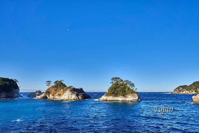 夕陽百選の堂ヶ島海岸は島々に太陽が沈む