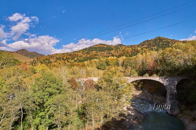 「第五音更川橋梁」も紅葉とコラボ!