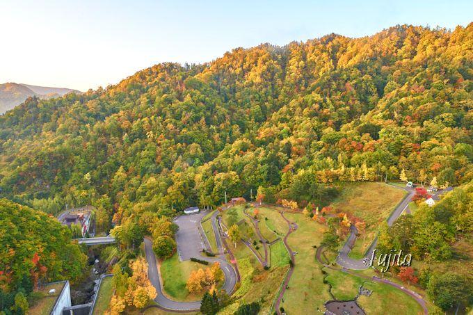 定山渓ダムの紅葉を上から見物!