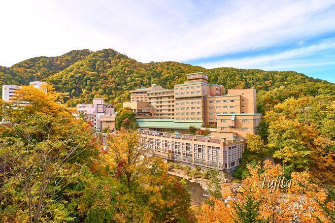 定山渓温泉の紅葉を一望!定山渓大橋