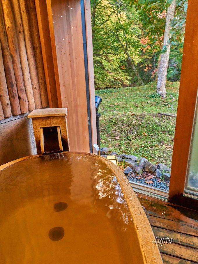 貸切風呂で紅葉狩り!有名観光地も至近距離