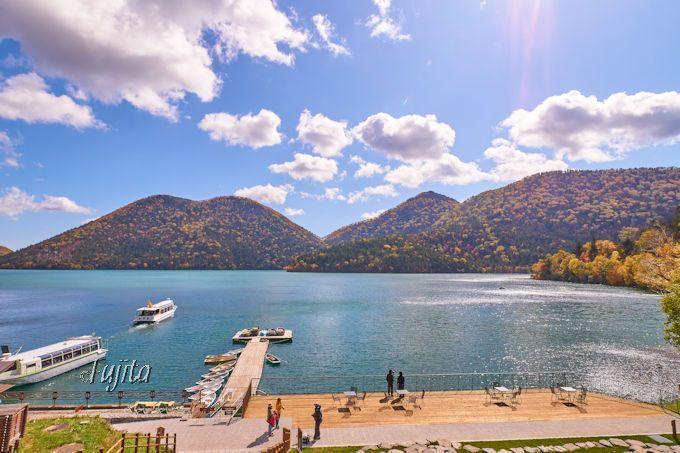 然別湖の紅葉を遊覧船から一望!