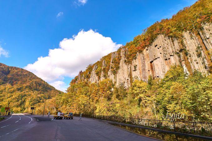 天人峡の紅葉名所「七福岩」と「あまつ岩」