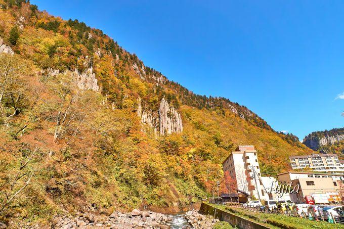 天人峡温泉街の紅葉を一望!