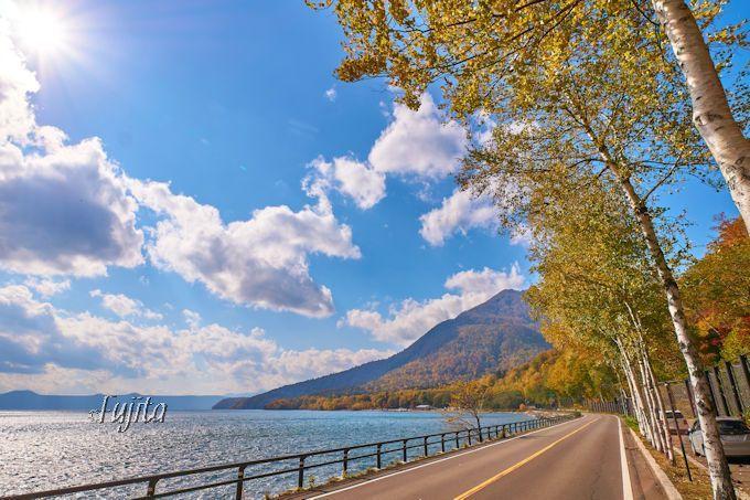 支笏湖の紅葉ドライブは爽快!