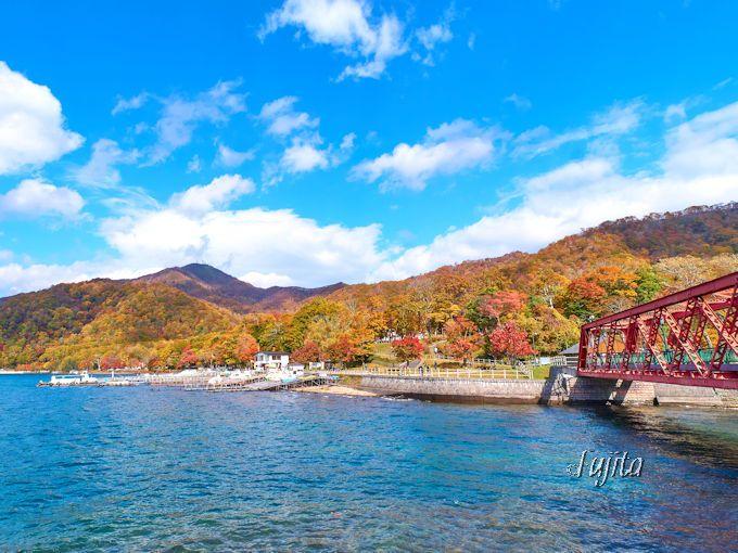 親水公園から支笏湖温泉の紅葉を一望!