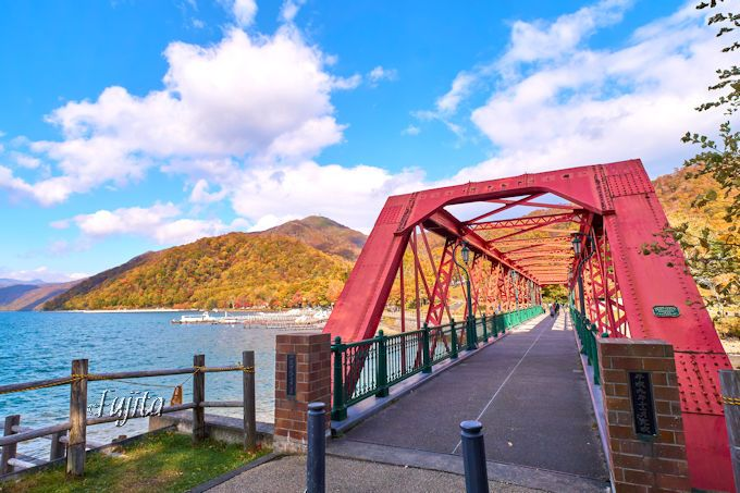支笏湖畔の山線鉄橋から紅葉狩り!