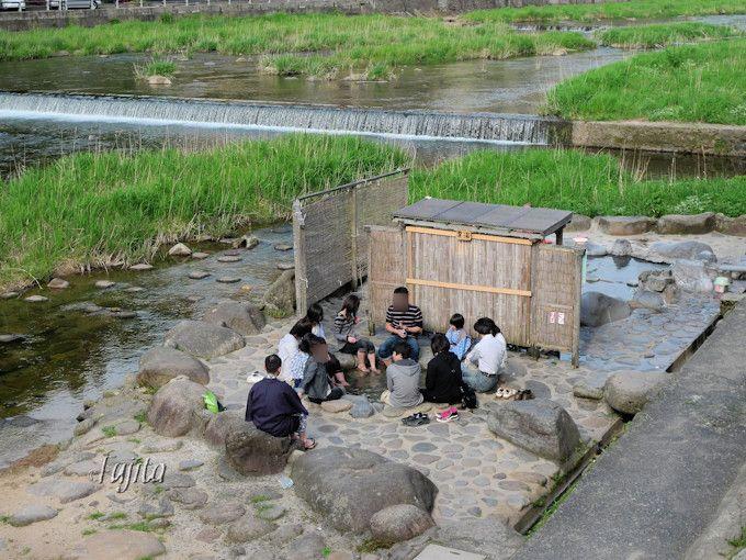 三朝温泉の河原風呂も足湯も近い!