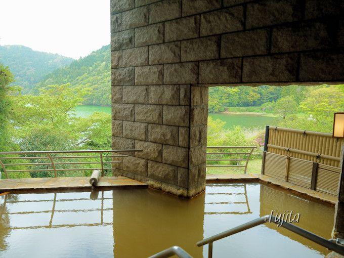 雲仙では珍しい褐色の自家源泉かけ流し!