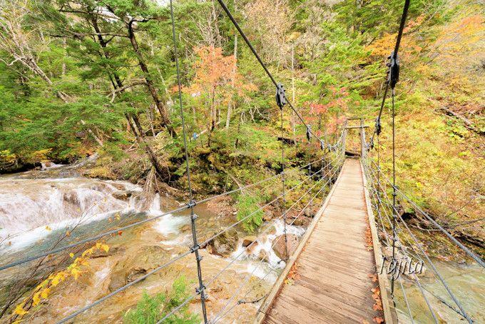「三本滝」の紅葉は雄大なスケール感が魅力!
