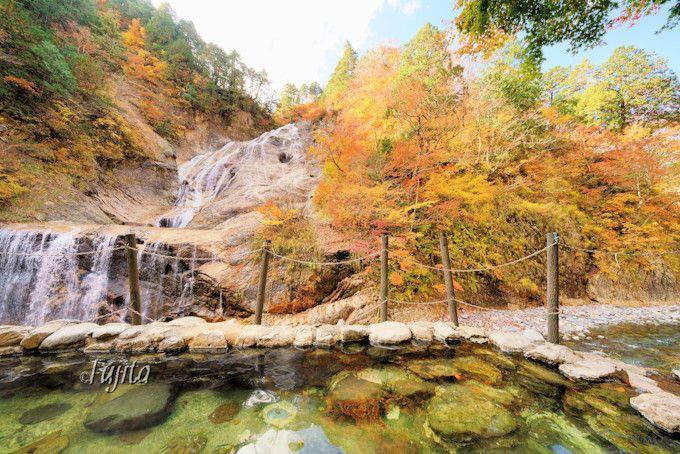 「親谷の湯」から姥ケ滝の紅葉を一望!