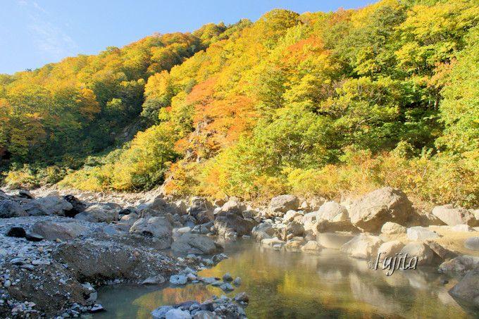 切明温泉の紅葉名所は「夫婦滝」
