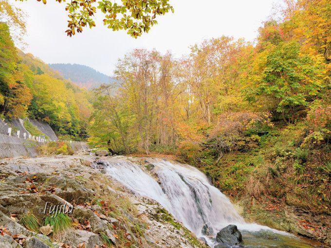「つづみの滝」が照葉峡の代表!