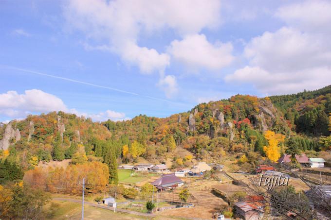 裏耶馬渓「立羽田の景」の紅葉は民家とコラボ!