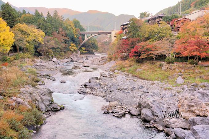 「御岳渓谷」は紅葉のライトアップを実施!