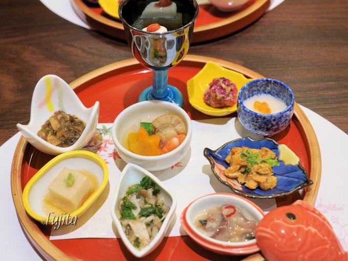 食事は鰺ヶ沢や青森県内の名物料理が満載!